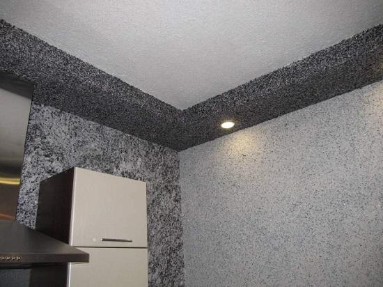 Штукатурка с добавлением шелковых нитей в отделке стен и потолка кухни