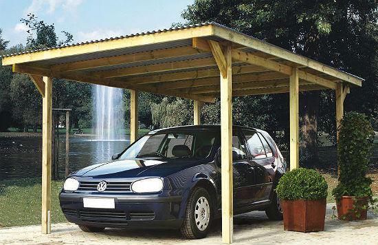 Деревянный навес с односкатной крышей для машины