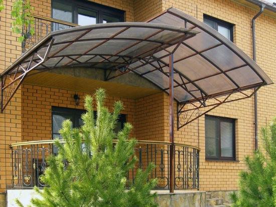Поликарбонатный каскадный навес опроно-консольной конструкции