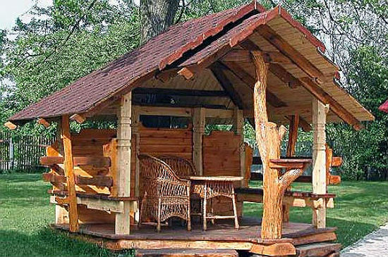 Навес из дерева в рустикальном стиле для дачи