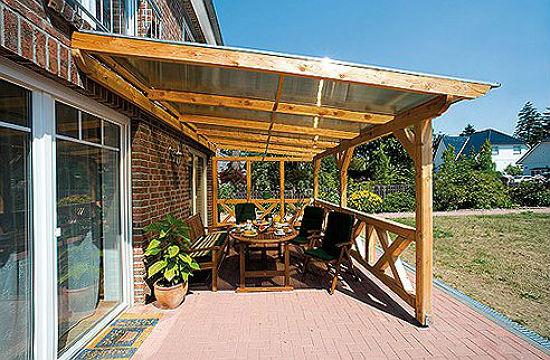 Пристройка навеса из дерева и поликарбоната к дому