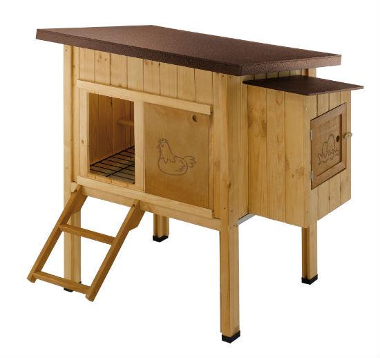 Деревянный домик-птичник для установки в теплицу