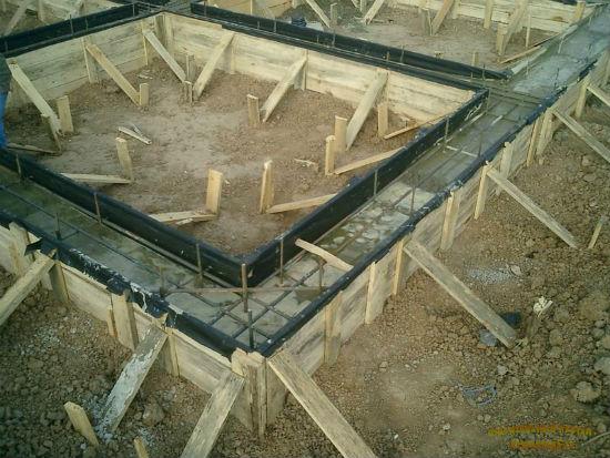 Каркас и обрешетка для устройства ленточного фундамента под теплицу