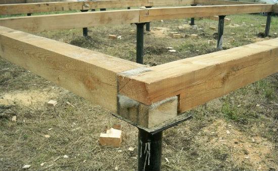 Ростверк из бруса для устройства фундамента под теплицу