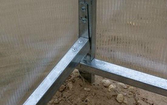 Узлы теплицы из стальных труб и поликарбоната